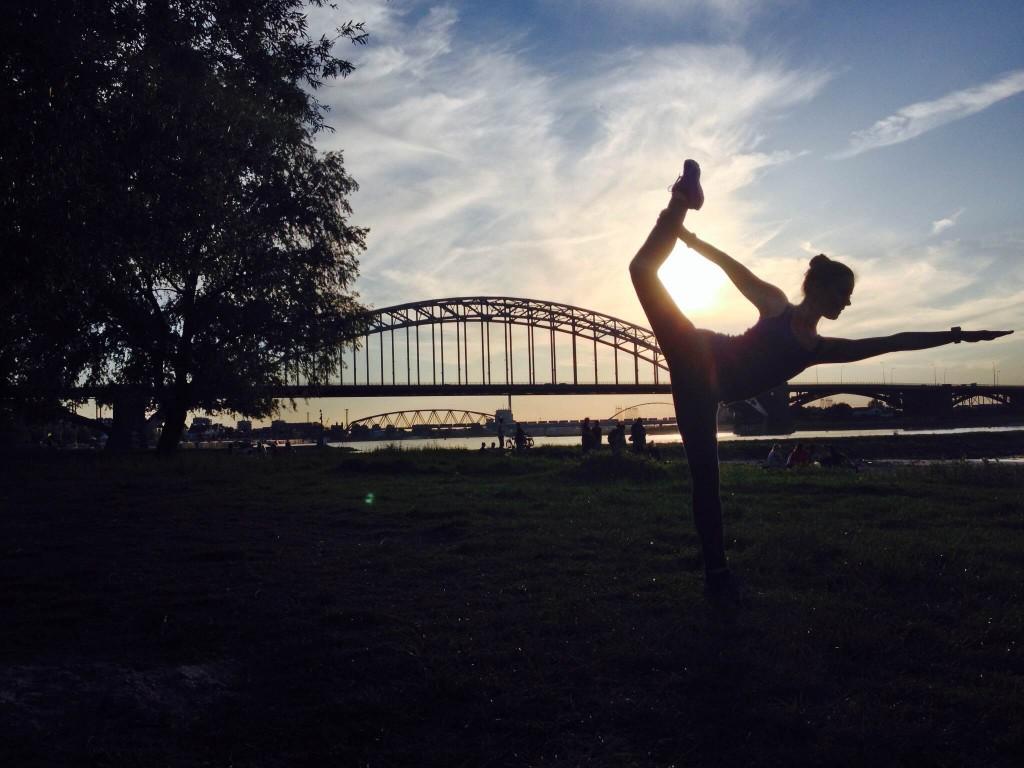 Yoga op waalstrand